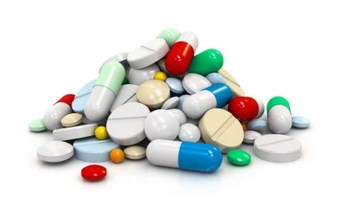 Flere typer piller i en haug.