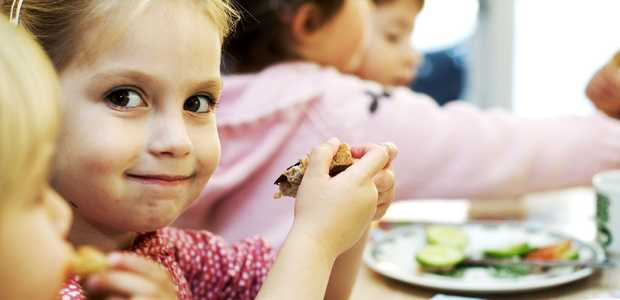 Barn som spiser.