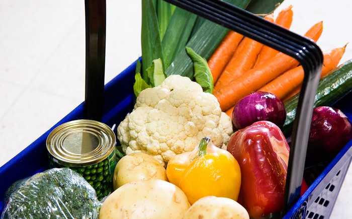 Grønnsaker i en handlekurv