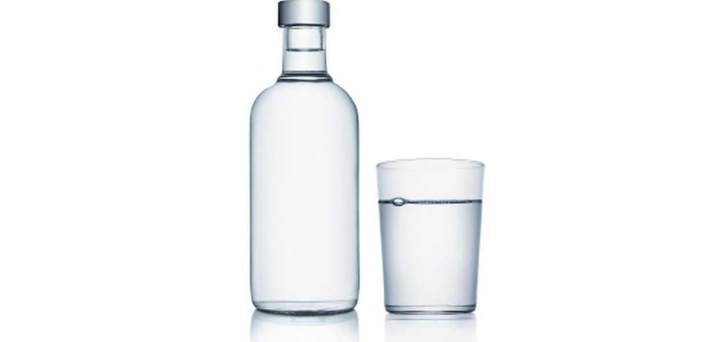 Vannflaske og vannglass