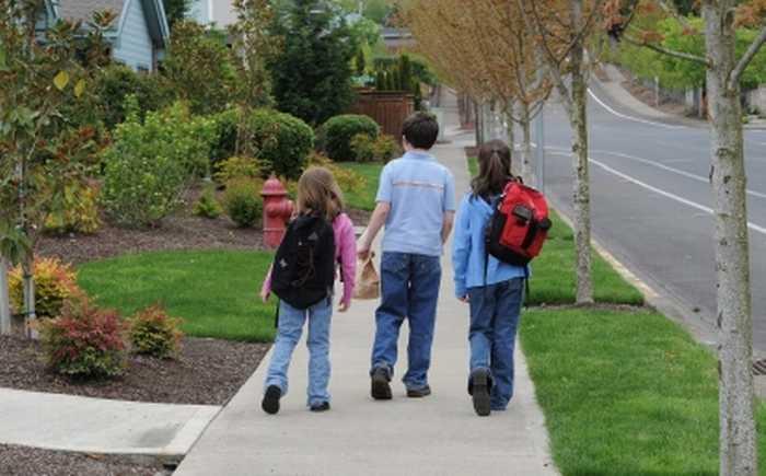 Barn som går til skolen