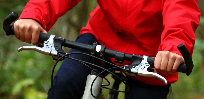 Nærbilde av person som sykler