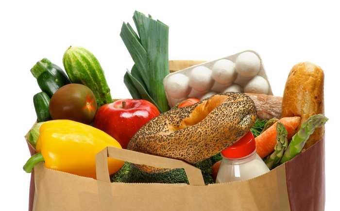 Ulike matvarer i en papirpose