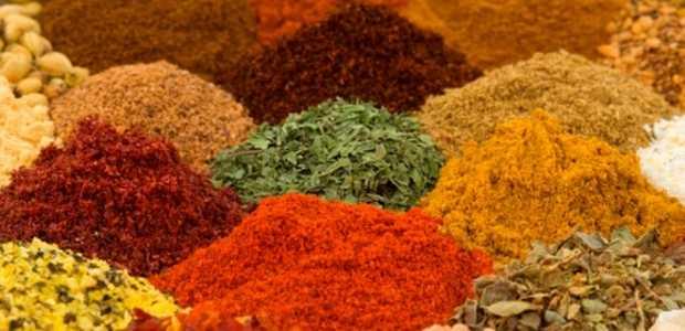 Forskjellig krydder og tørkede urter