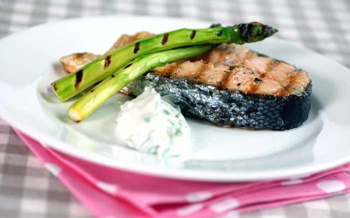 Grillet laks med asparges