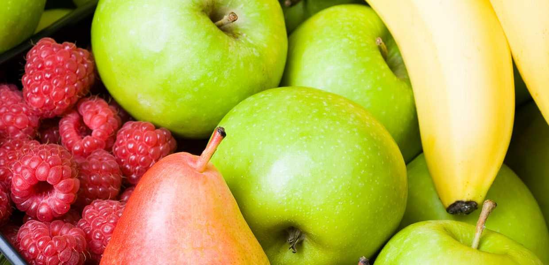 Bringebær, pærer, epler og bananer (frukt)