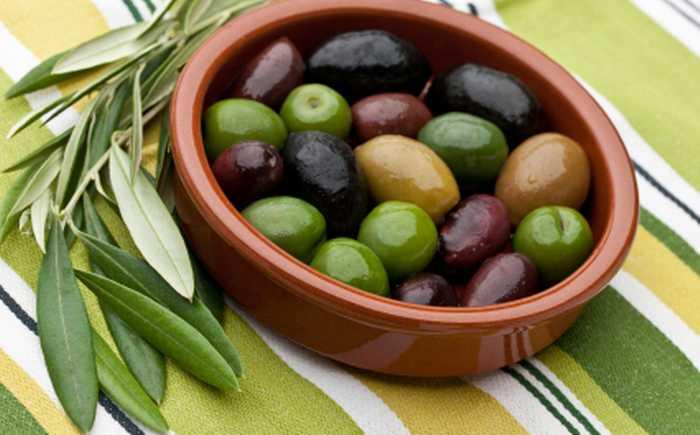 Oliven i en skål.