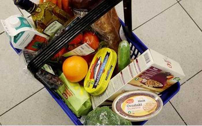 Handlekurv med nøkkelhullsmerkede matvarer