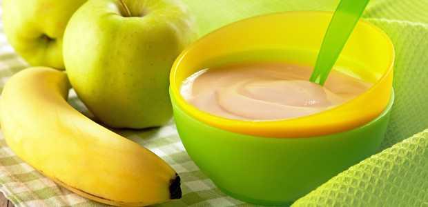 Barnegrøt i en bolle, pluss epler og banan