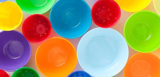 Fargerike plastskåler